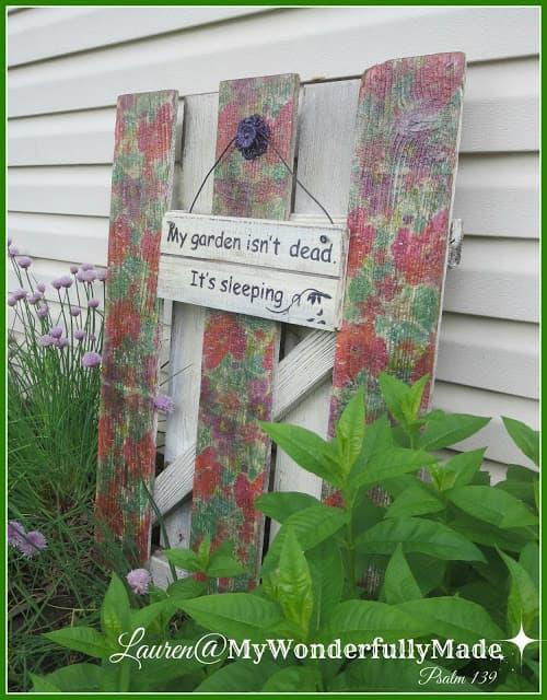 napkin decorated garden fence